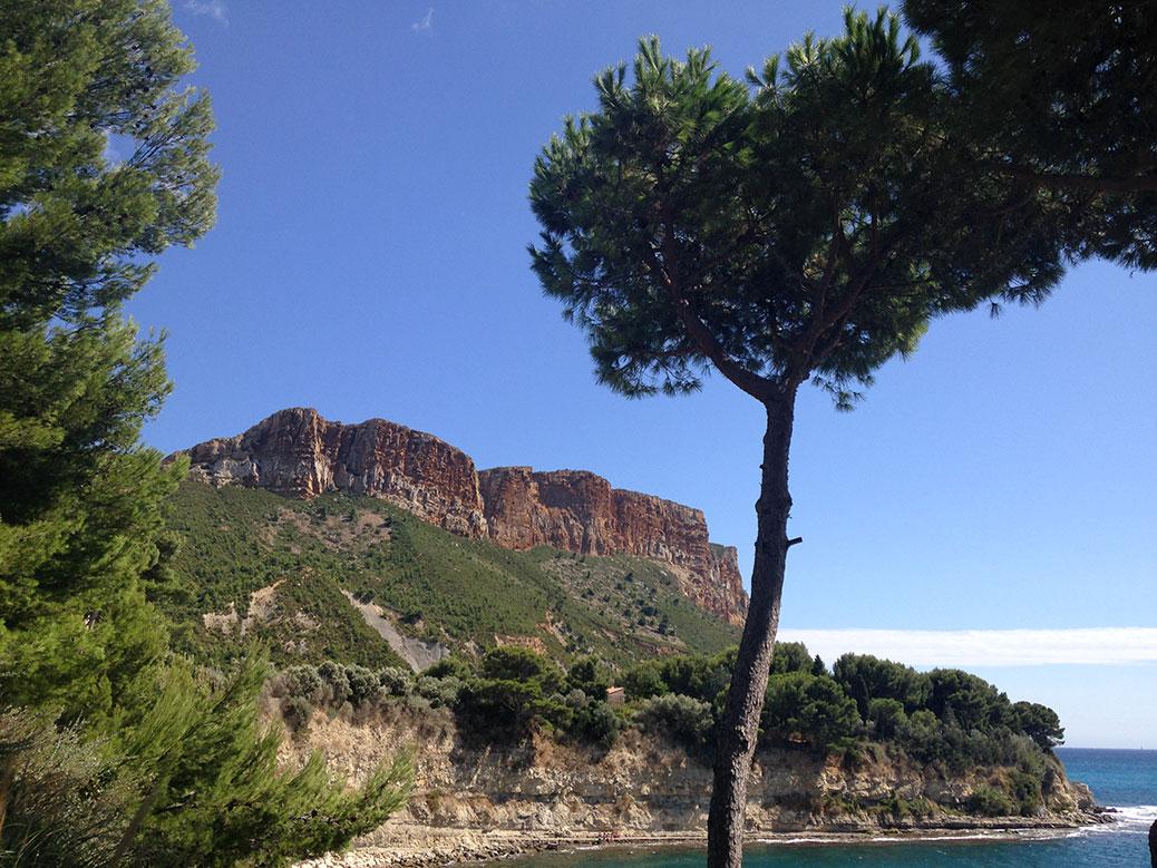 Cassis sea side