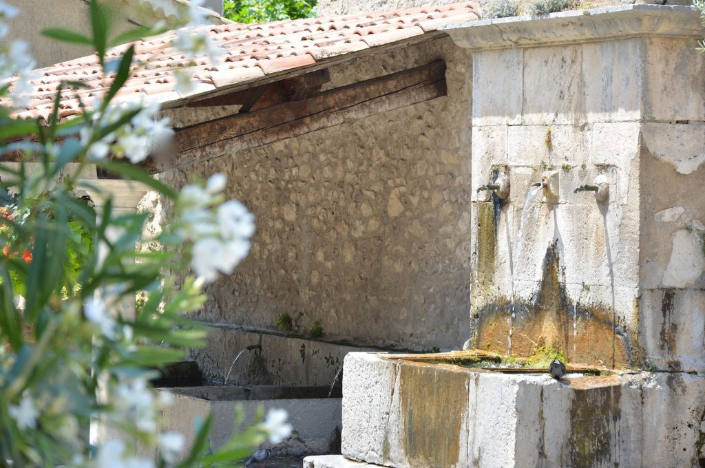 tours-provence-fontaine